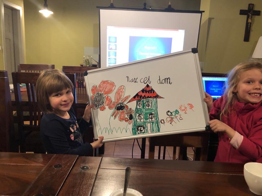 dzieci narysowały dom